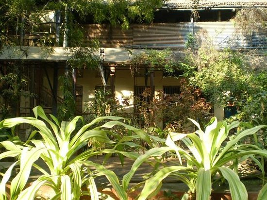 National Hotel: giardino