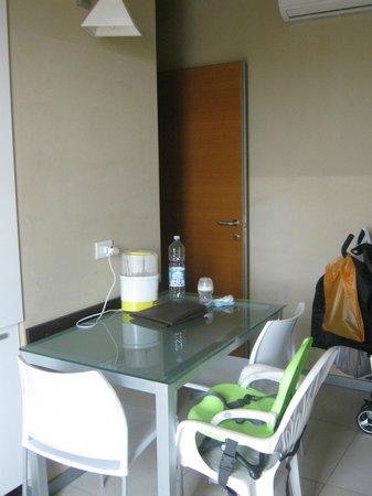 Residence Sottovento: tavolo da pranzo