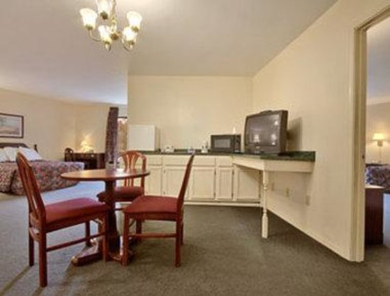Rocky River Inn: Suite