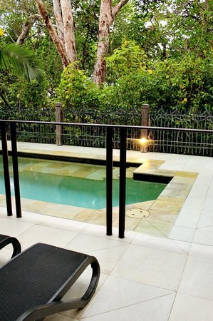 Pullman Palm Cove Sea Temple Resort & Spa: Our private plunge pool
