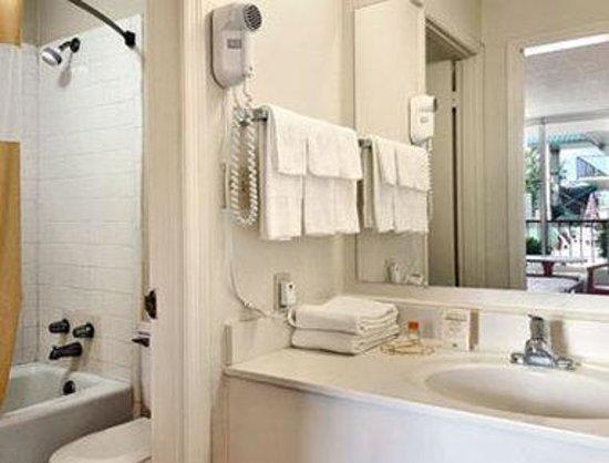 Motel 6 Cordele: Bathroom
