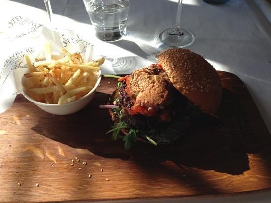 Bistro Sixteen82: Wagy Foie Gras burger