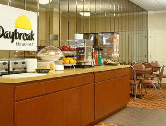 Days Inn Liberty: Breakfast Area