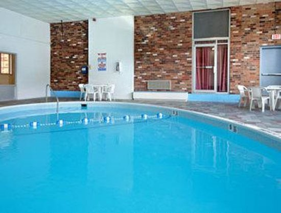 Days Inn of Liberty: Seasonal Indoor Pool