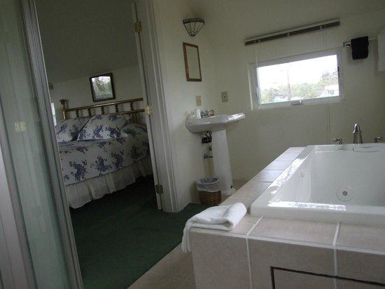 Glenacres Historic Inn : jacuzzi