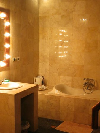 Tanah Merah Art Resort: Bathroom