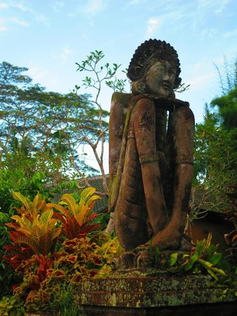 Tanah Merah Art Resort: sculptures everywhere