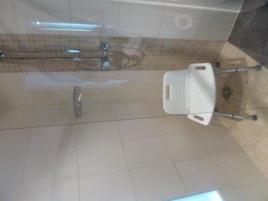dusche mit sitz foto di hotel niederl ndischer hof. Black Bedroom Furniture Sets. Home Design Ideas
