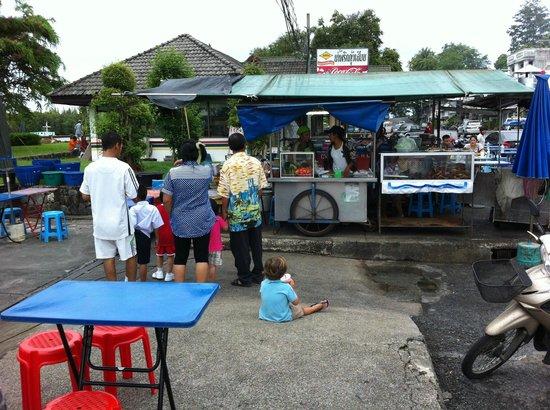 Good Dream Guesthouse: Night market