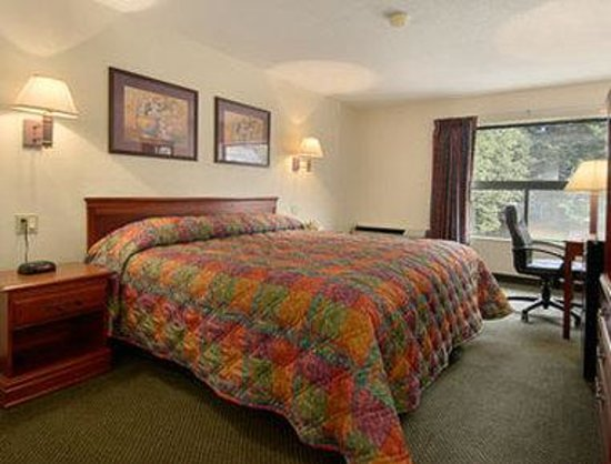 Days Inn New Haven : Standard King Bed Room