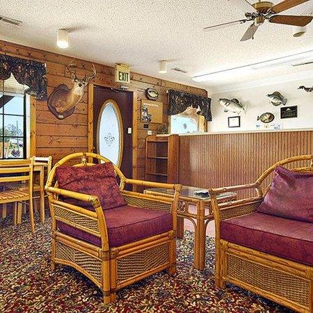 American Inn Camden ALLobby