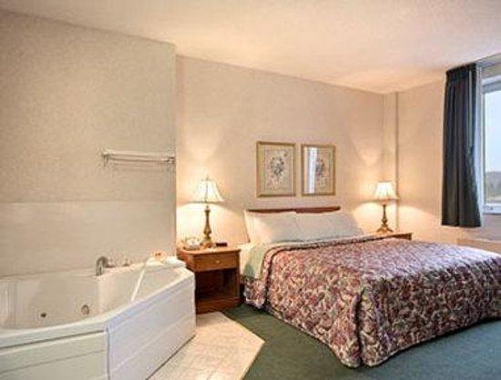 Elkins Inn & Suites: Jacuzzi Suite