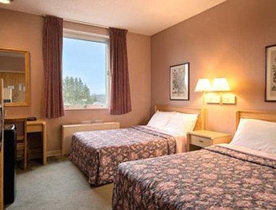 Elkins Inn & Suites: Standard Two Double Bed Room