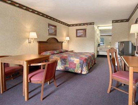 Days Inn Clinton : Standard King Bed Room