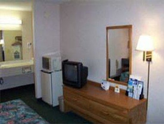 Days Inn Moulton: Guest Room w/Amenities