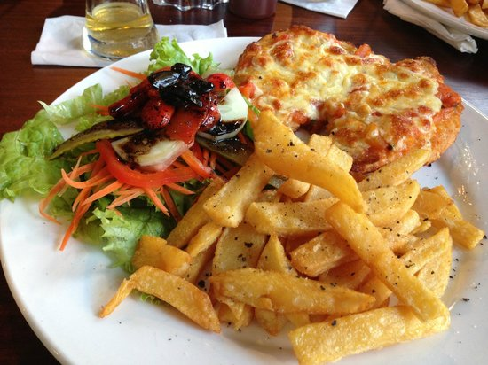 Aham Corner Guesthouse (Aussie Sports Bar & Guesthouse): Aussi Food