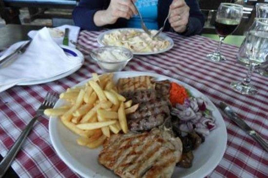 Hotel Baletna Skola: Mix Meat