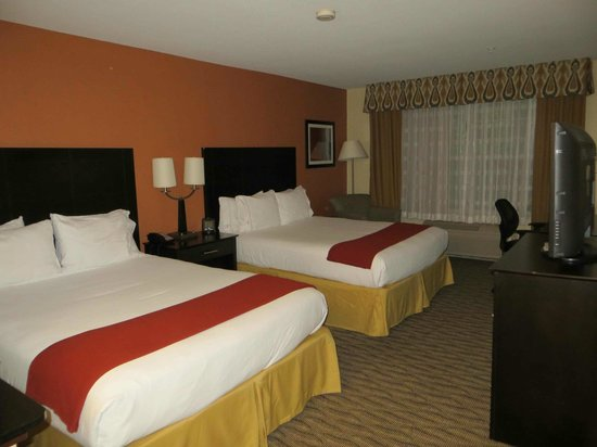 Holiday Inn Express & Suites Manassas: Beds comfortable