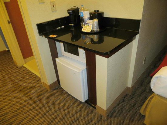 Holiday Inn Express & Suites Manassas: Nice to have refrig & microwave