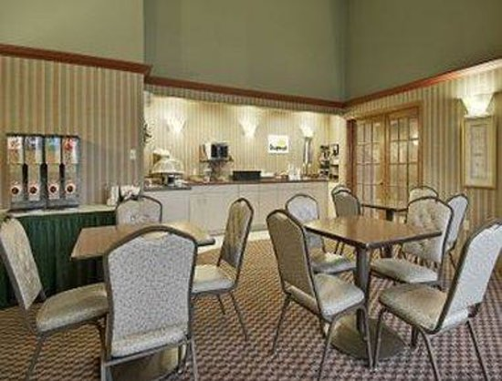 Days Inn Madison Northeast: Breakfast Setup