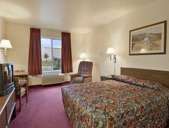 Days Inn Madison Northeast: Standard Queen Bed Room