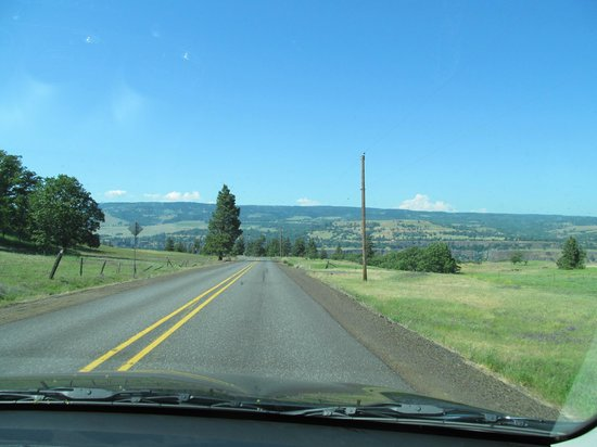 Columbia River Highway: Hwy. 30 after descending from Rowena Crest