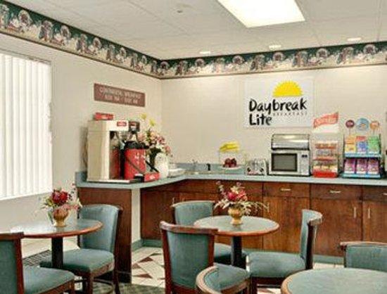 Days Inn Trenton : Breakfast Area