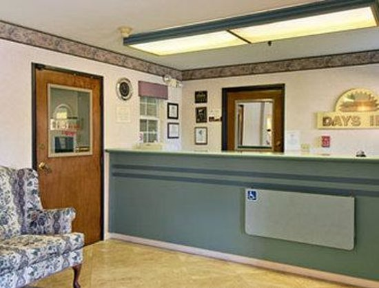Days Inn Woodland: Lobby