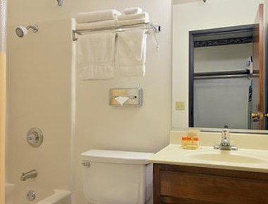 Days Inn Woodland: Bathroom