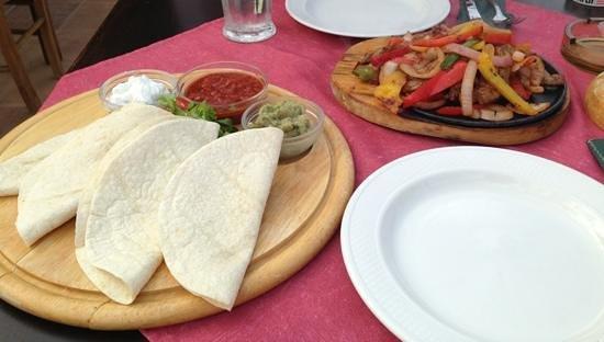 Pancho's Mexican : frizzling fajita platter beef