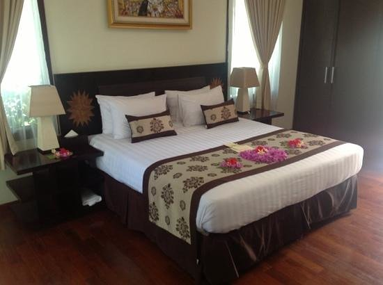 Hotel Ombak Sunset: villa bed