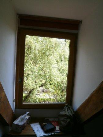 Le Jardin Sarlat: La vista desde la ventana: ardillas, fuentes, de todo!