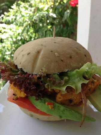 Samara Organics Mercado Organico: Delicious and tasty veggie (vegan) burger
