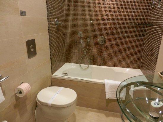 Best Western Hotel Piccadilly: Banheiro com banheira