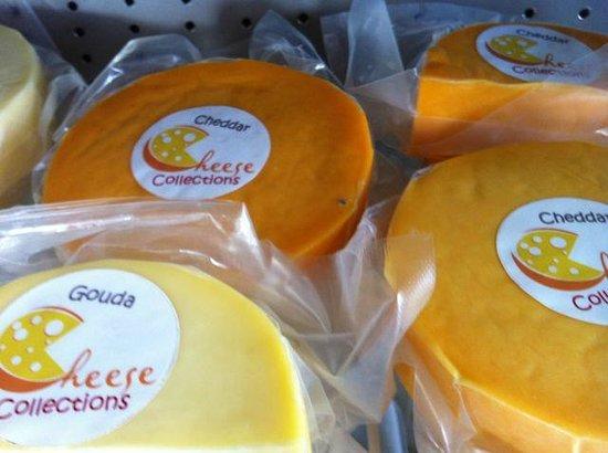 Samara Organics Mercado Organico: Local  cheeses