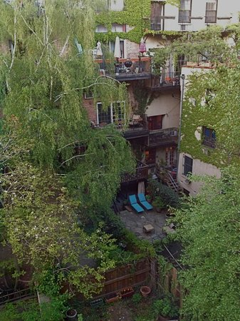 A Garden In Chelsea: view from bedroom