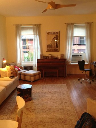 A Garden In Chelsea: living room