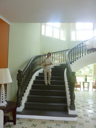 La Veranda Resort Phu Quoc - MGallery Collection: Sweeping staircase