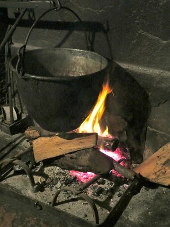 Sapori e Saperi: the farm's kitchen fireplace