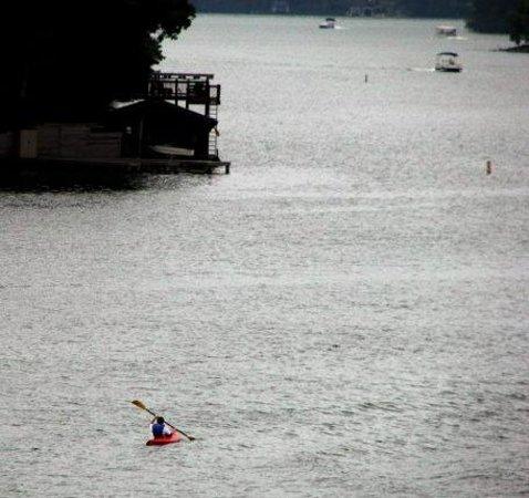 Fox Run Resort : Chilling cruising on Lake Lure.