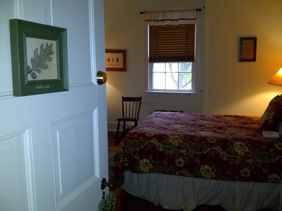 The Lightner Farmhouse: Oak room view at entrance