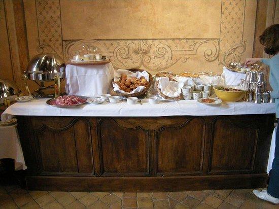 Château de Bagnols : Buffet du petit déjeuner