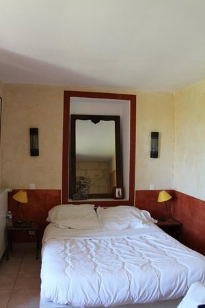 "Mas l'Oustal : our room ""Arlesienne"""