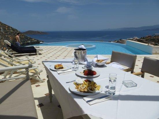 Elounda Gulf Villas & Suites: Lunch al fresco
