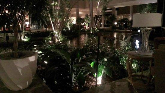 Omni Houston Hotel Westside : A corner of the lobby