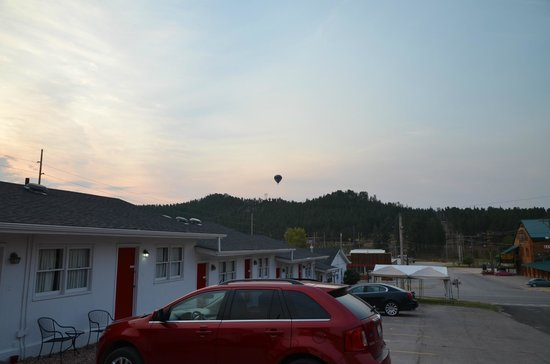 Rocket Motel: View over the road