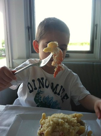 The Tides Beach Club: Our special request of lobster mac was eaten with gusto by our 4 year old!