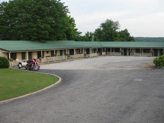 Carlton-Marion Inn: Rooms 101 through 112