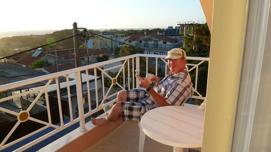 Hotel Brati II Beach : Hubby on Balcony