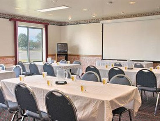 Super 8 Delavan: Meeting Room